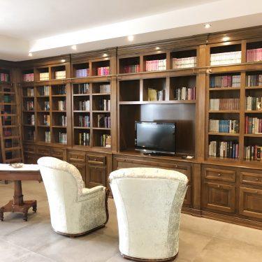 libreria in legno massello classica